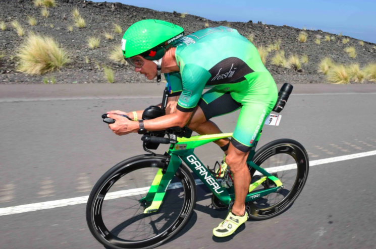 Lionel Sanders at Hawaii wearing a hydration backpack underneath his trisuit.